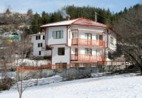 Ski Chalet sleeps 8 to 10