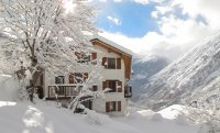 Beautiful 14 bed Chalet with outdoor Jacuzzi